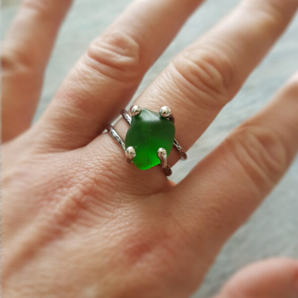 Sea Glass Twist Ring 01 made with green sea glass sourced from the east coast of Scotland #MakerSupportPledge