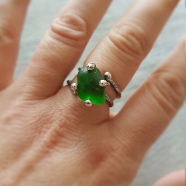 Sea Glass Twist Ring 02 made with green sea glass sourced from the east coast of Scotland #MakerSupportPledge